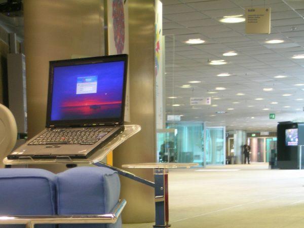 un porta notebook ideale per sale di attesa e lounge room o spazi di lavoro comuni