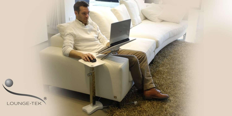 Ein Laptop-Tisch, der speziell für die Verwendung von Laptop und Tablet auf der Couch entworfen wurde