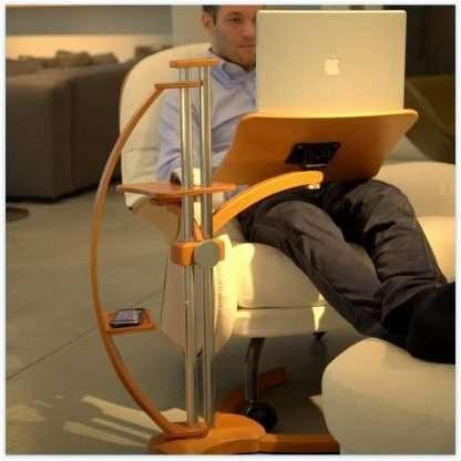 Sostegno ergonomico regolabile uno stand nato per i notebook e utile per i tablet